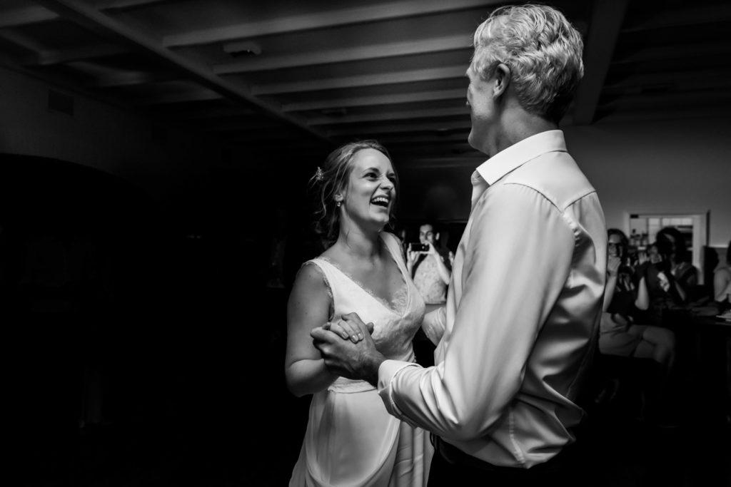 Mater Misericordiae, Tilburg, Bruiloft, Peerke Donders, Bij Peerke Donders, Trouwen, Trouwen in Tilburg, bruidsfotograaf, goldenhour, trouwfotograaf, liefdemoetjevieren, fotografie, bruidsfotografie, bruid, bruidegom, mariakapel