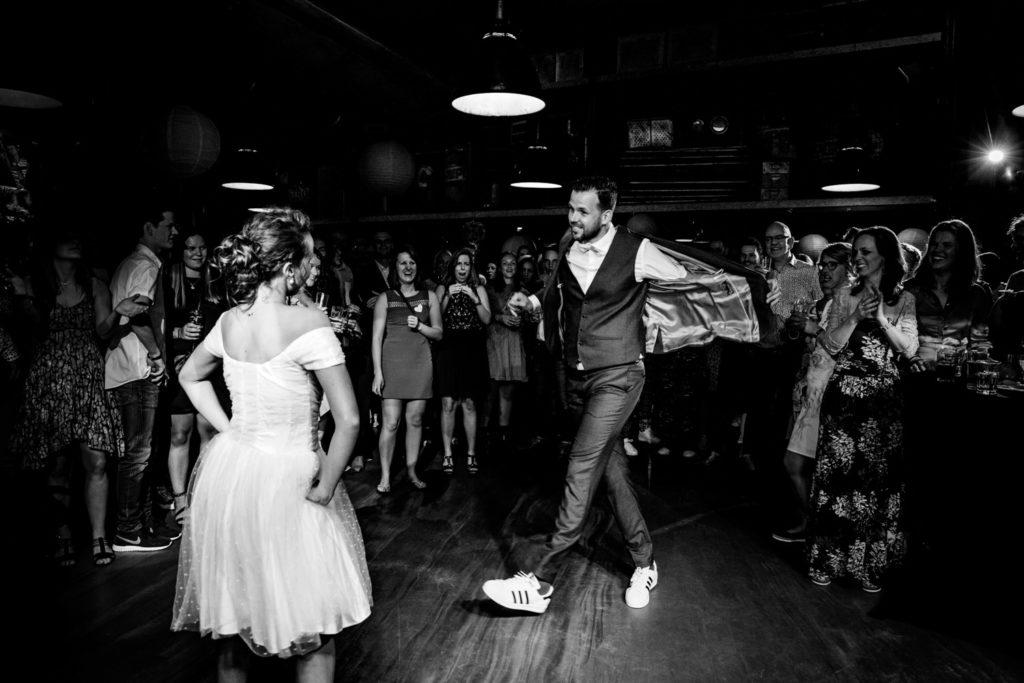 LIEFDEMOETJEVIEREN-trouweninroosendaal-fotoszijnzowaardevol-trouwfotograafbrabant-bruiloftsfotograaf-trouwreportage, babet trommelen fotografie, babet fotografeert bruiloften