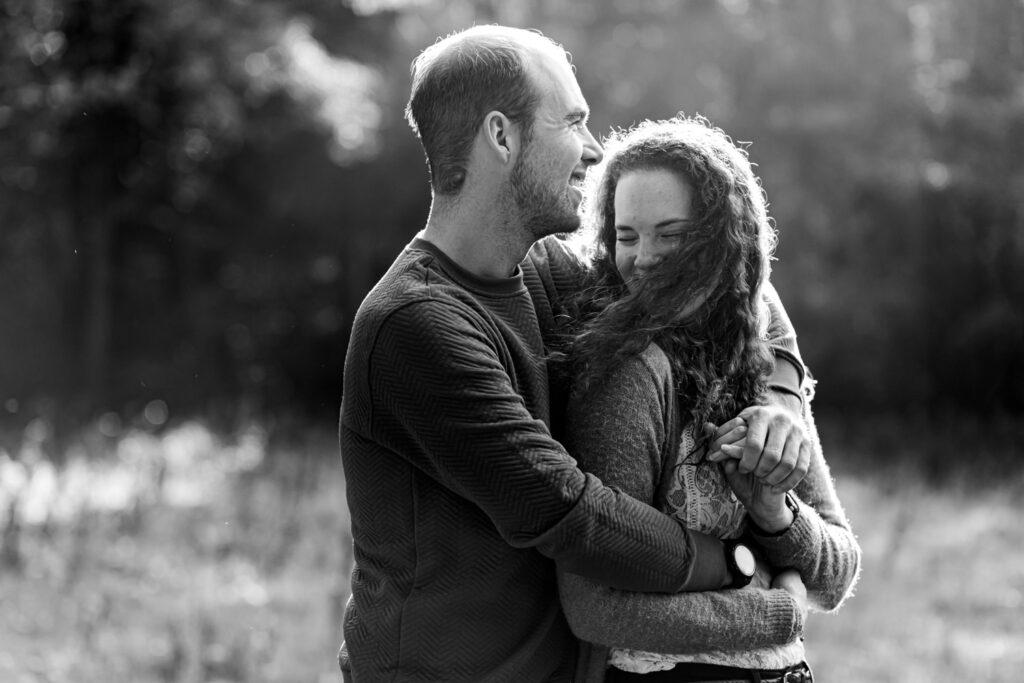 LIEFDEMOETJEVIEREN-herfstreportage-brabant-oosterhout-oosterheide-loveshoot-coupleshoot-reportage-ongedwonge-lifestyle