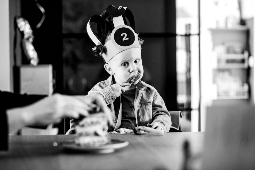 LIEFDEMOETJEVIEREN-verjaardagsreportage-jarig-fotoreportage-verjaardag-2jaar-brabant-dongen-brabantsefotograaf-babettrommelen